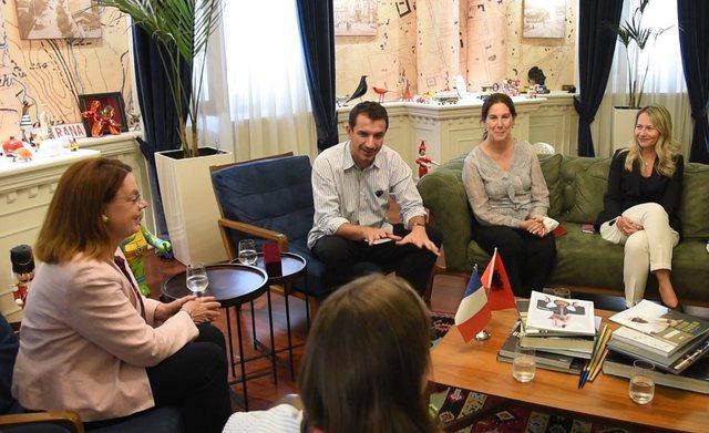 Deputetja franceze Mireille Clapot: E admirojmë Tiranën si kryeqytet