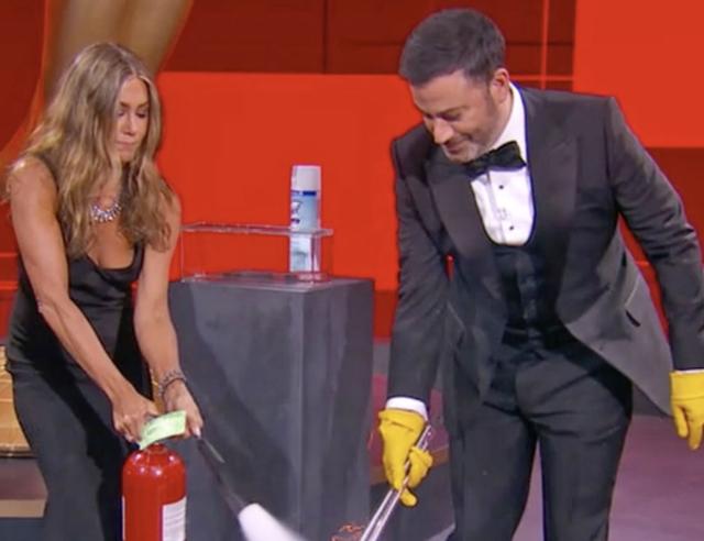 Momentet komike që s`do doje t`i kishe humbur nga Emmy Awards