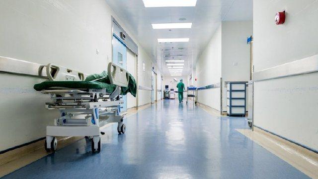 Gjendet i pajetë në spitalin privat në Tiranë ndihmës