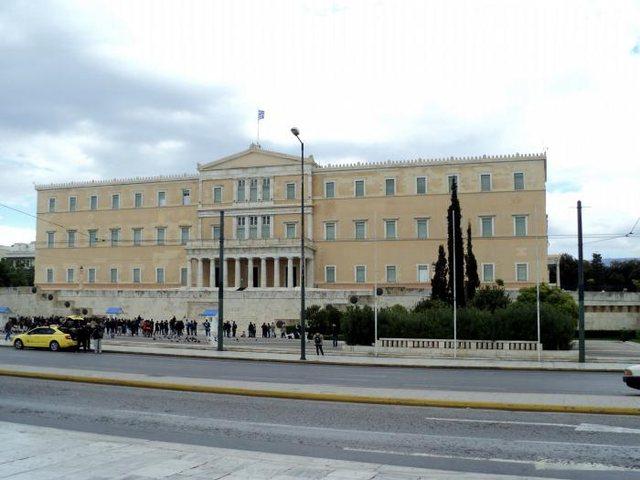 Athina drejt izolimit!