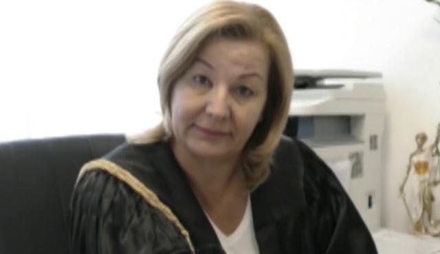 Flet avokatja e Fjolla Morinës: Nuk mund të lihet në burg se