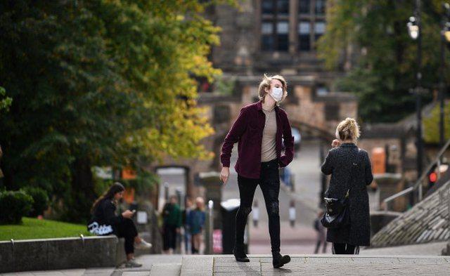Shpërthen koronavirusi në Universitetin e Skocisë: mbi 100