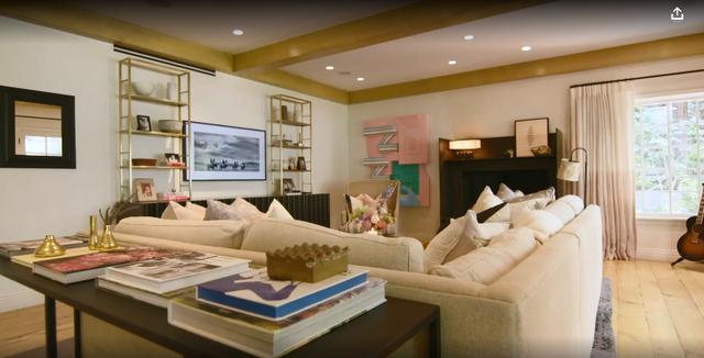 Foto dhe video nga shtëpia e Hillary Duff ku s`mungon as koteci i pulave