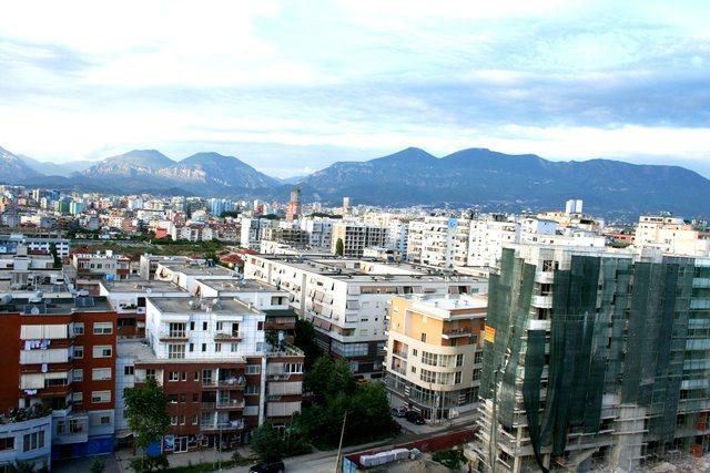 Sa kushton një apartament në Tiranë dhe kush e blen në