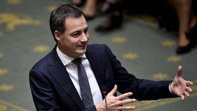 Belgjika formon qeverinë e re pas ngërçit 16-mujor, Alexander