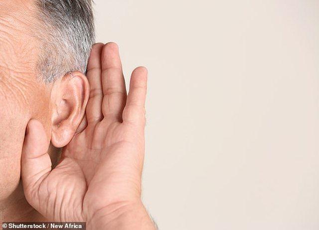 Covid-19 mund t'ju dëmtojë dëgjimin, shënohet rasti i
