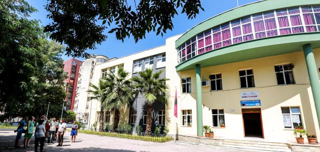 Shkolla në Tiranë ku raportohen më shumë të infektuar:
