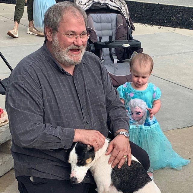 Gjyshi në Indiana shpallet fajtor për vdekjen nga pakujdesia të