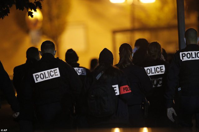 Paris / The teenager beheaded the teacher after showing the cartoons of the