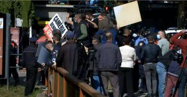 Protestuan kundër ministrit grek, policia procedon Shpëtim Idrizin,