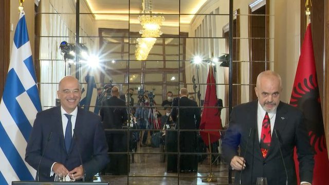 Video/ Momenti kur ministri grek falenderon kryeministrin në greqisht dhe