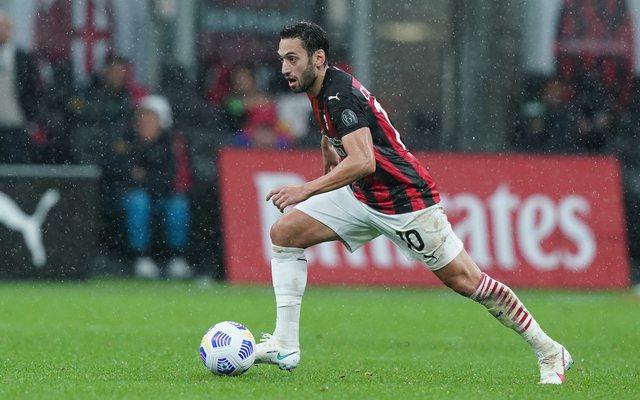 Nuk po rinovon me Milanin, menaxheri shtyn Calhanoglu drejt Interit