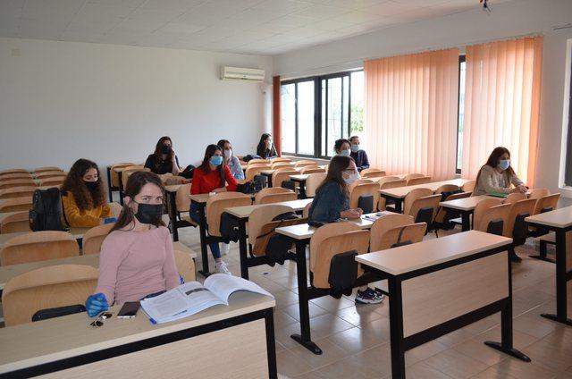 Publikohet rregullorja për mësimin në universitet: Ndryshim orari