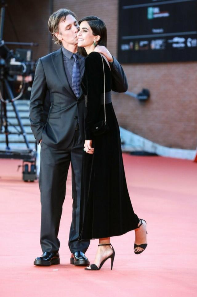 'Humba nënën, babain dhe theva këmbën'. Raoul
