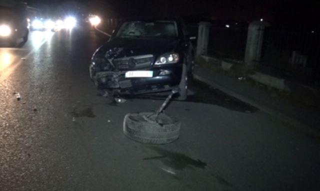 Automjeti përplaset me shtyllën e ndriçimit, humb jetën