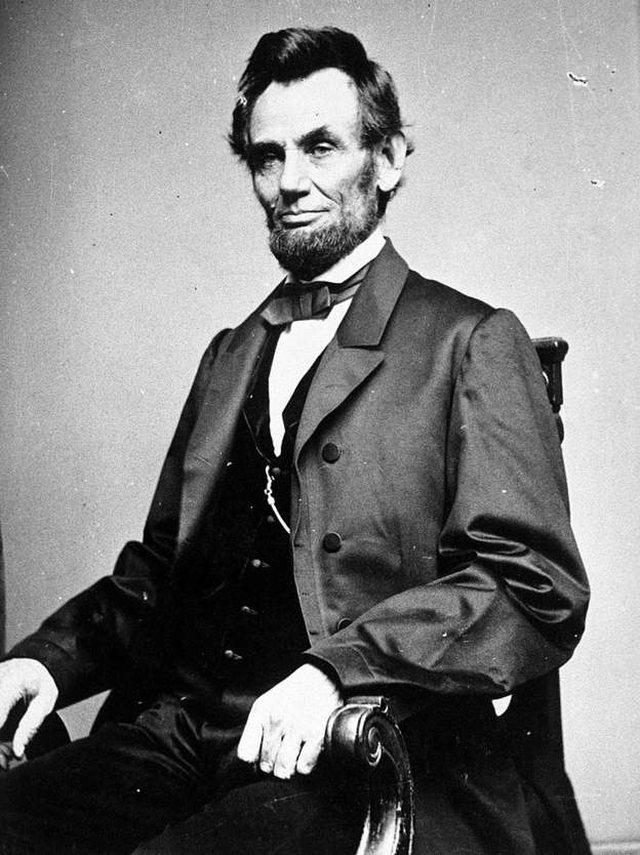 Donald Trump e krahason veten me Abraham Lincoln: Ja pse vendosa të