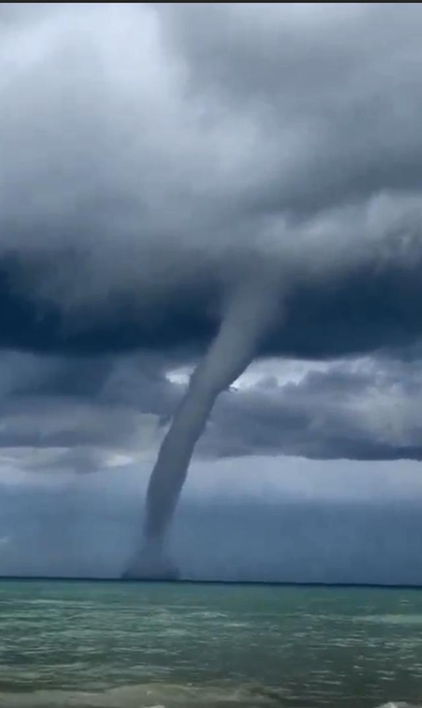 Video/ Fenomeni i çuditshëm që ndodhi në Gjirin e Lalzit