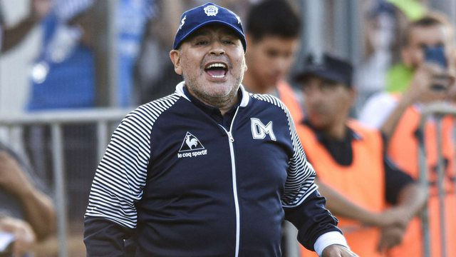 Maradona operohet në kokë, zëdhënësi raporton se