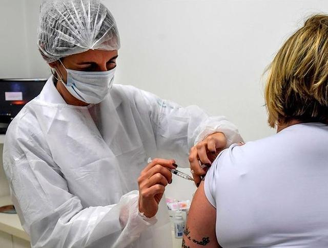 Lajm i mirë nga vaksina e Oxfordit pas testit të fundit tek personat