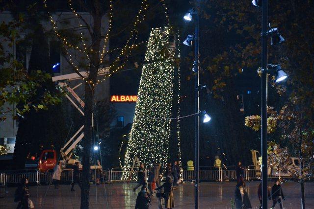 Këtë fundjavë ndizen dritat e Pemës së Vitit të Ri