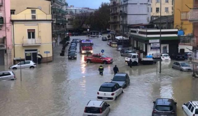Video/ Një qytet po lundron nën ujë në Itali, alarm për