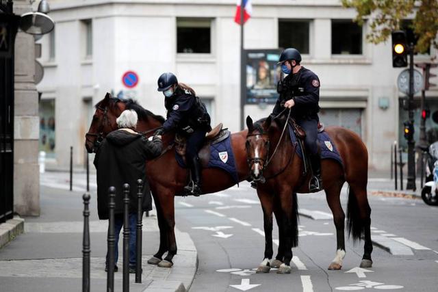 Franca do dalë nga izolimi: Tre datat e rëndësishme kur do hiqen
