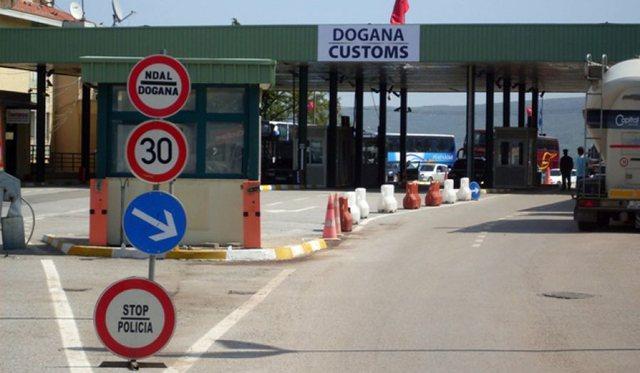 Mali i Zi ndryshon rregullat për kalimin në kufi: Çfarë