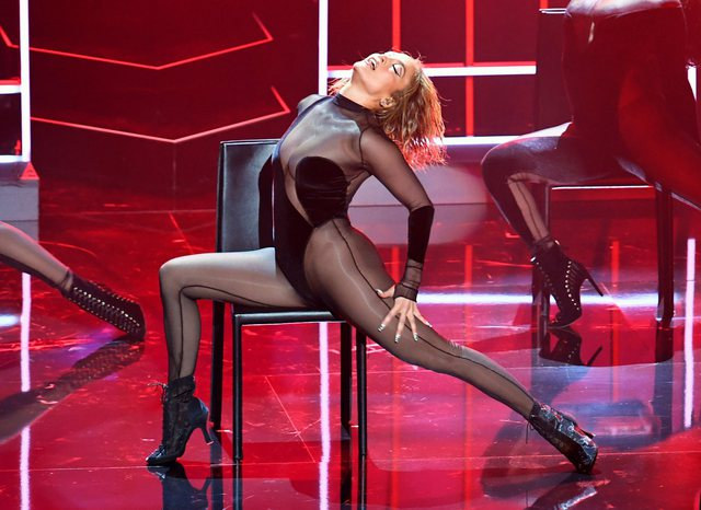 Fans have two charges for Jennifer Lopez's sensual performance! They have