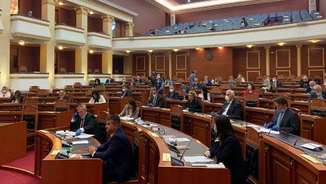 Komiteti Teknik përjashton Kuvendin nga rregulli me 10 persona bashkë,