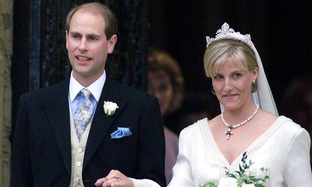 Mbretëresha 'në hall' pas rregullit të Boris Johnson