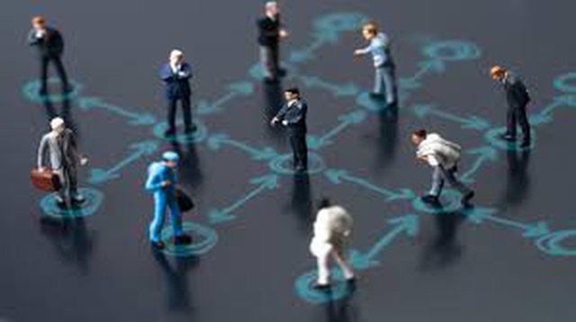 Pse distancimi social është kaq i vështirë të mbahet