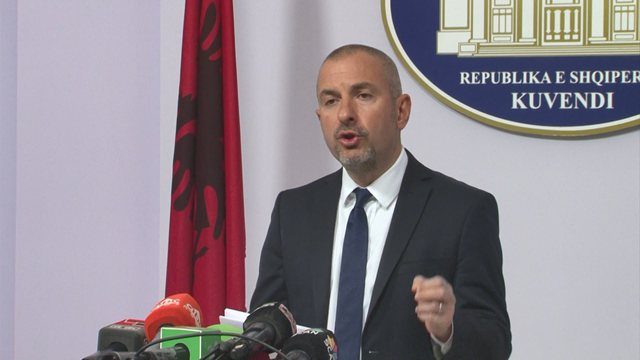 Ervin Bushati sqaron me foton rastin e denoncuar nga PD për banorin që