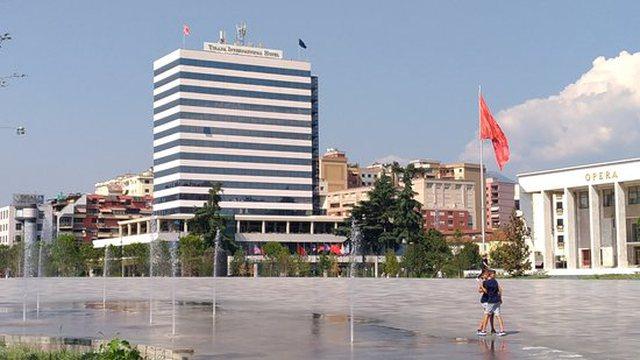 """Mbyll  dyert """"15-katëshi"""" në Tiranë, 100 persona"""