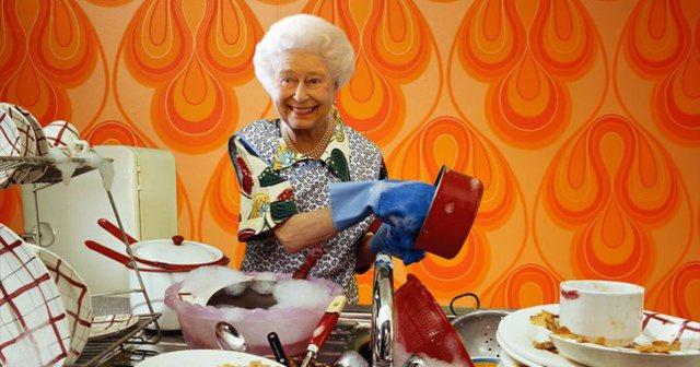 Mbretëreshës i pëlqen të lajë enët:
