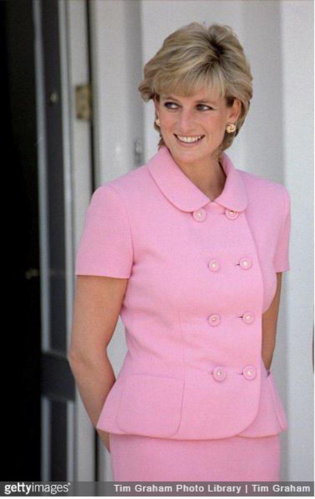 Veshjet ikonike të princeshës Diana që ende