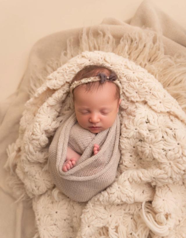 Kjo foshnje është teknikisht 27 vjeçe! Historia e embrionit
