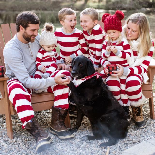 Modele pizhamesh për t`u kombinuar familjarisht për festa