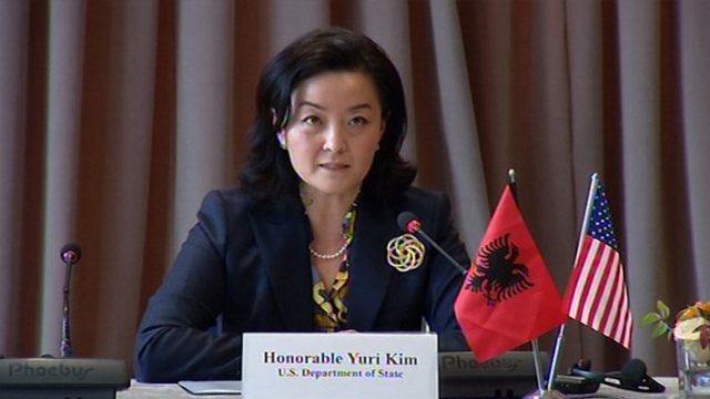 Ambasadorja amerikane Yuri Kim sulmon Lapsi.al: Ky artikull keqinterpreton