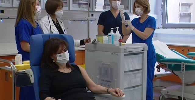 Greqia nis vaksinimin, kryeministri Mitsotakis e kryen live: T'ju