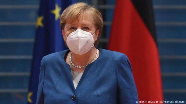 Merkel paralajmëron fazën më të vështirë të