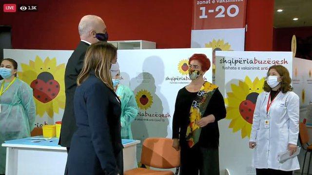 Video/ Nis vaksinimi në Air Albania, Rama ndër të parët