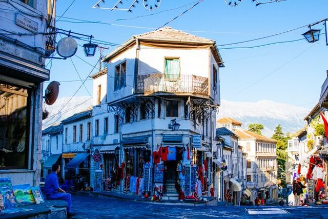 CNN-Americans: Visit Albania that borders are open and no virus test required