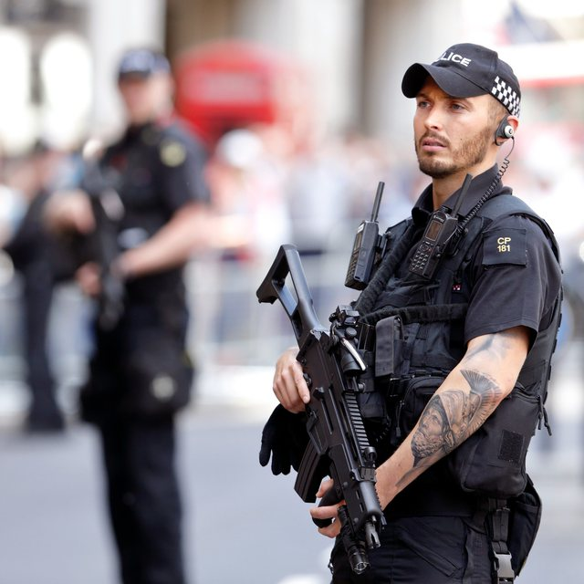 Who has a tattoo and it seems to him can not become part of the Police, the