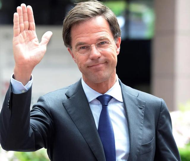 Dorëhiqet qeveria holandaze për shkak të skandalit me fondet