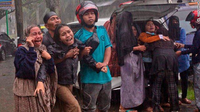 Foto/ Tërmet i fuqishëm në Indonezi, të paktën 67