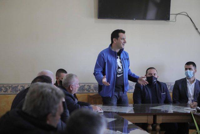 Veliaj: Ordinary Democrats warm themselves in the sun and Fatmir Mediu and Nard