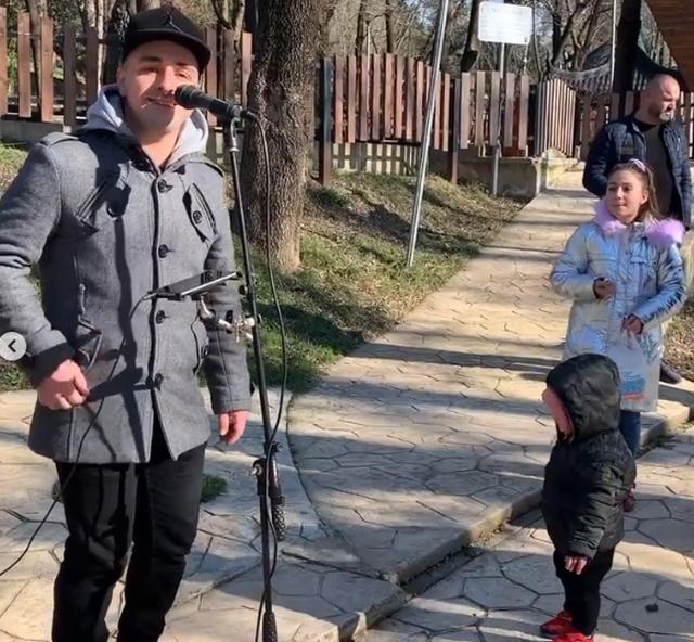 Fundjava e ambasadores Yuri Kim, nga shëtitja në Sheshin