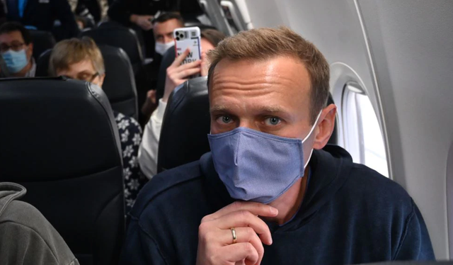Alexei Navalny is arrested as soon as he arrives in Russia