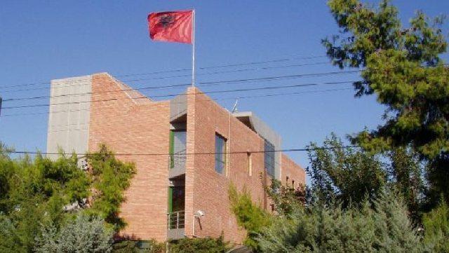 Ambasada në Athinë shtyn afatin për tërheqjen e dokumenteve