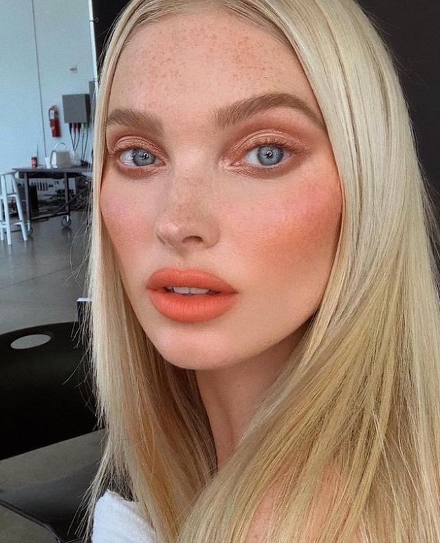 Nga buzët nude tek qerpikët blu: 10 trendet e makeup-it për